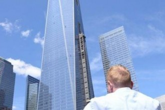 One World Trade Centre at the Twin Towers Memorial Garden in New York City